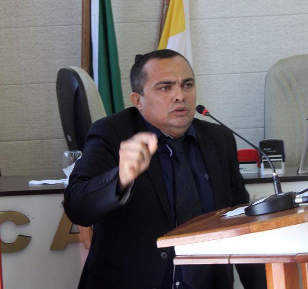 Vereador diz que prefeito de Tefé mente ao afirmar que vai conceder bolsa de estudos e ingressa com ação no MP