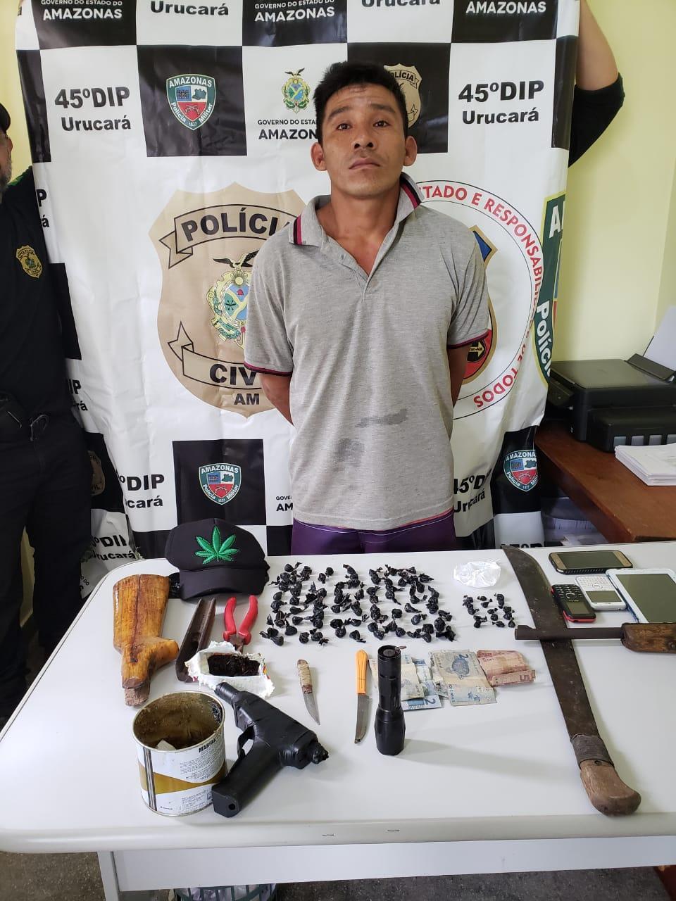 Polícia Civil prende homem com arma de fogo e drogas durante operação em Urucará