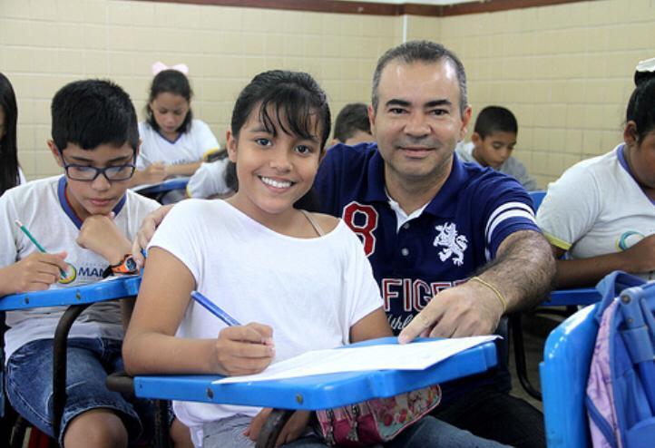 Prefeitura de Manaus pagará 14º salário a mais de 1 mil educadores na próxima sexta