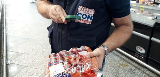 Procon-AM apreendeu cerca de 300 kg de carnes estragadas em supermercado da zona centro-sul