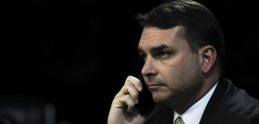 Flávio Bolsonaro diz que Arthur colabora para mortes em Roraima ao negar equipamentos