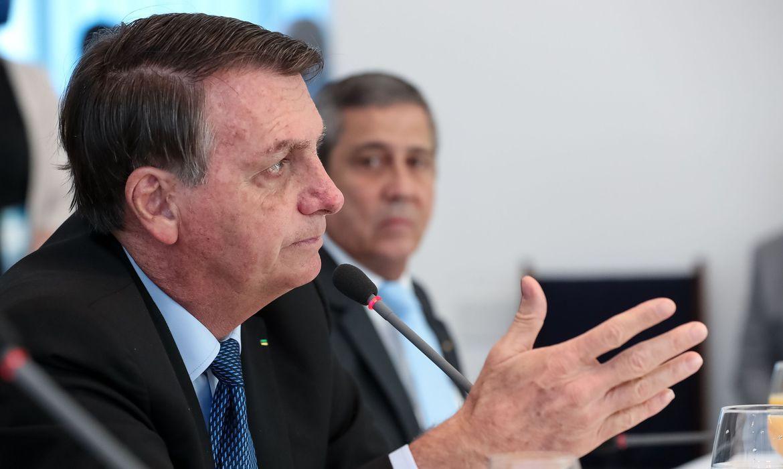 Bolsonaro 'proíbe' o Renda Brasil e diz que Bolsa Família continua até 2022