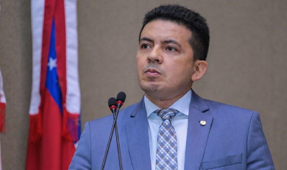 Membros do PSL não querem Péricles candidato a prefeito de Manaus
