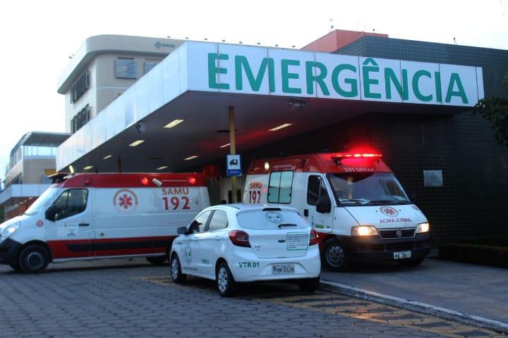Três homens baleados dão entrada no Hospital Platão Araújo