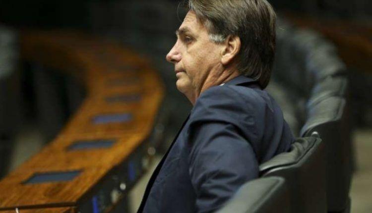 Bolsonaro questiona a existência de indígenas que trocam tora de madeira por Coca-Cola ou cerveja