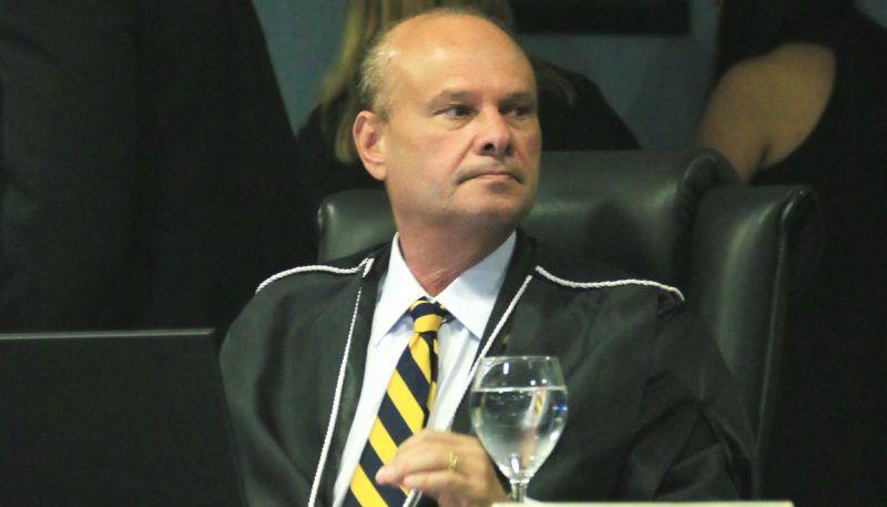Comitê encaminha denúncia contra presidente do TCE por abuso de poder político