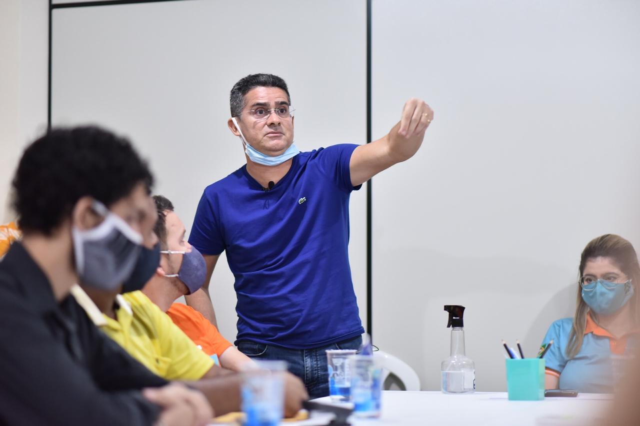 David se aproxima de Amazonino na corrida eleitoral, diz pesquisa Eficaz