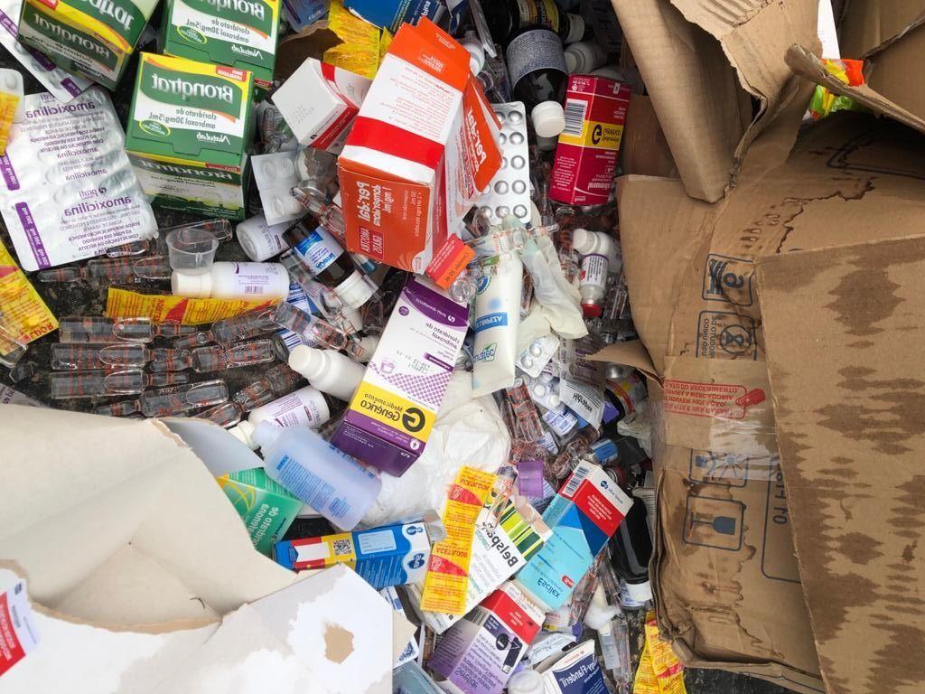 Prefeitura de Manaus descarta caixas e caixas de medicamentos no lixo