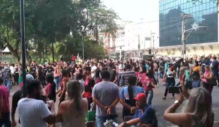Trabalhadores e lojistas fazem manifestação contra Decreto de Wilson Lima