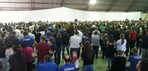 Velório de vítimas de ataque a escola reúne cerca de 1,5 mil pessoas em SC