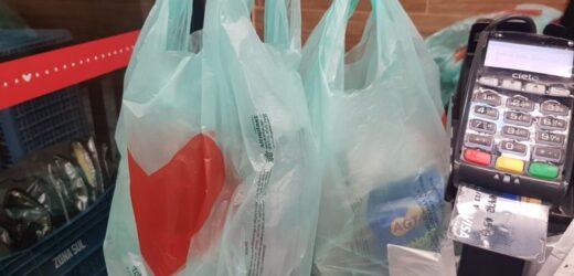 'Lei das Sacolas Plásticas' é alterada e estabelecimentos terão um ano para se adequarem à legislação